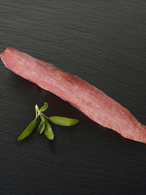 Filet mignon de porc cru la pièce d'environ 500 gr